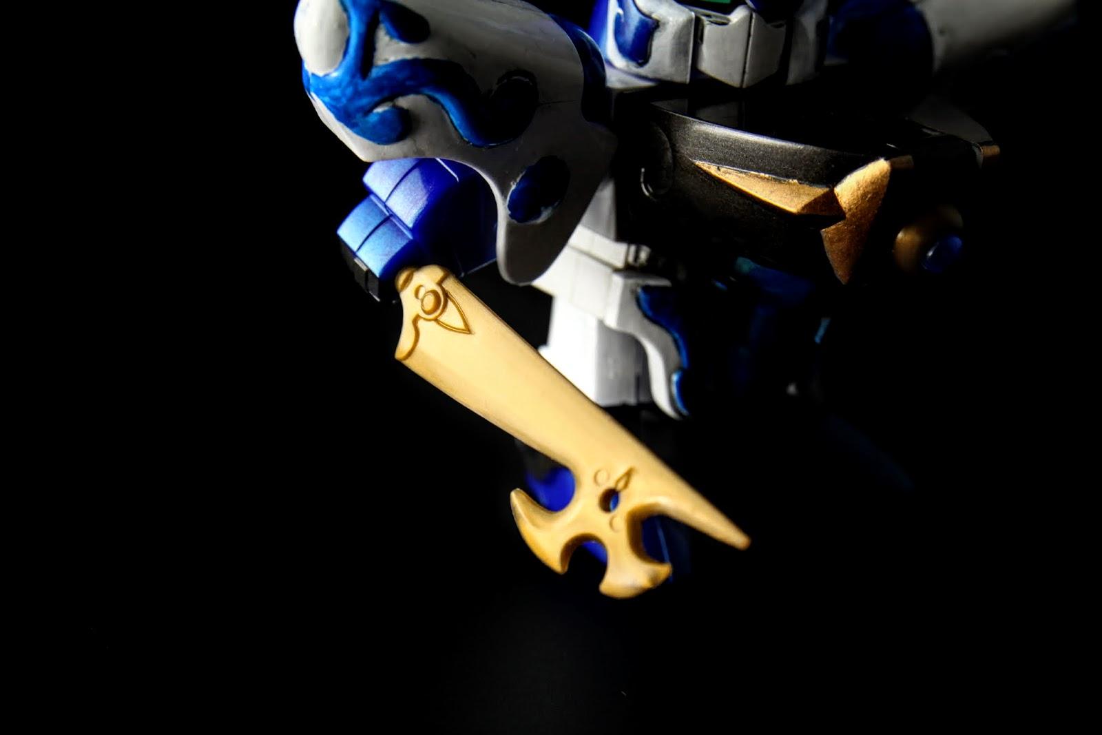 青水流剣;武器也是為了整體的合體武器比例,兩隻比較大的武器都比較小