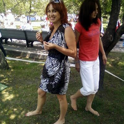Праздник Дня города в Новосибирске - один из немногих, где вы можете оказаться в абсолютном окружении голых, загорелых девичьих ног и и любоваться ими!