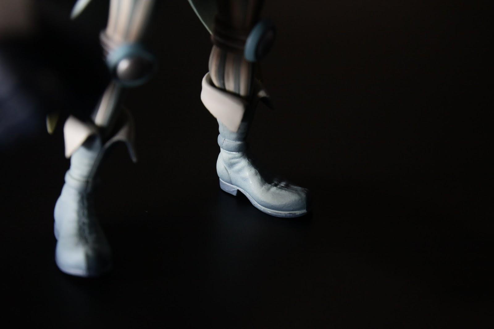 靴子很漂亮,但我比較在意的是~所以說他穿的是大腿襪?!