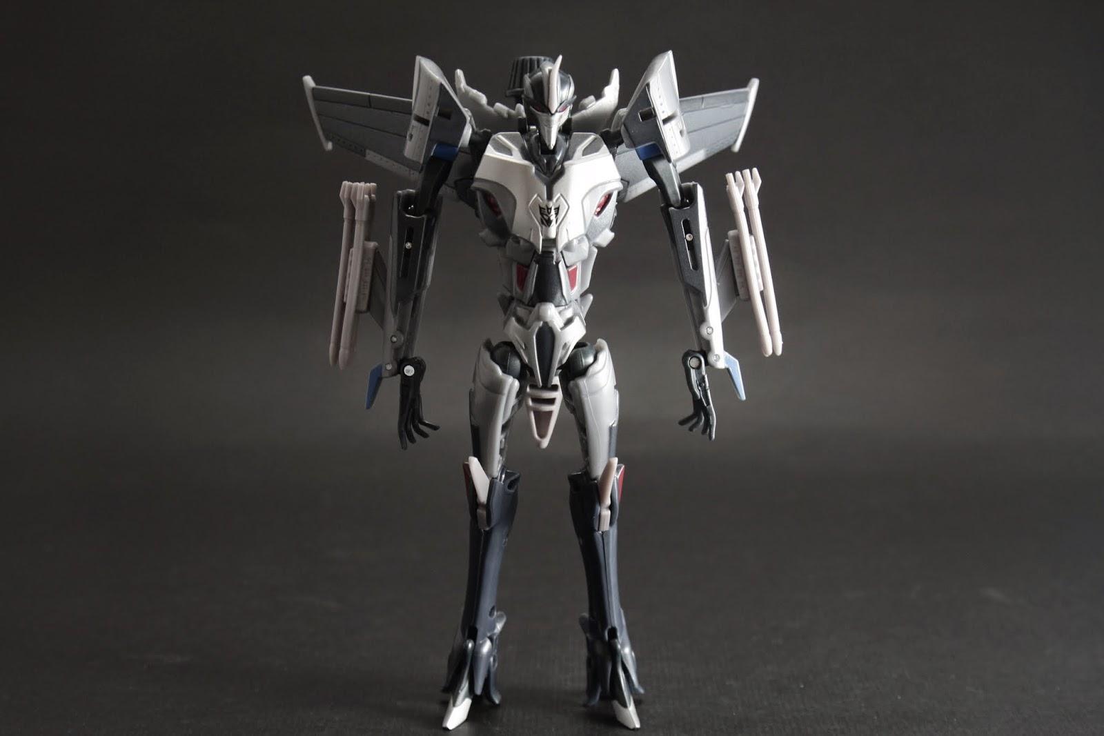 Prime動畫裡身材風格超纖細 頭的角歪了
