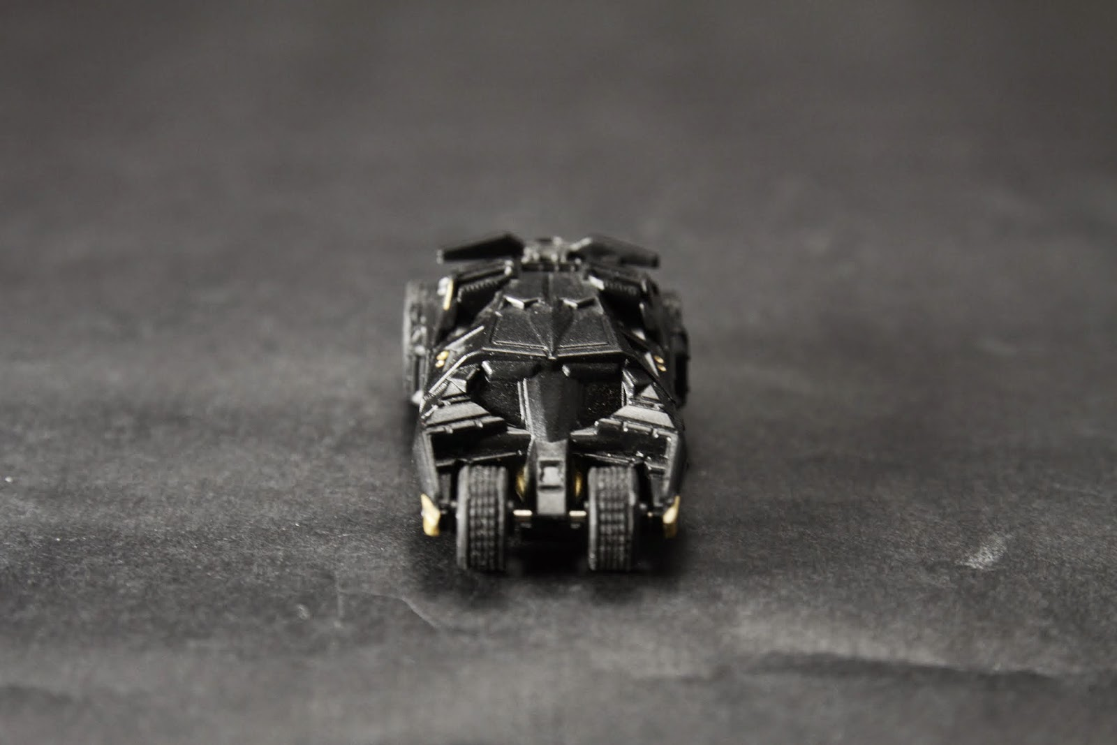 """其戰車般的車身應該是取材於漫畫 """"The Dark Knight Returns"""""""