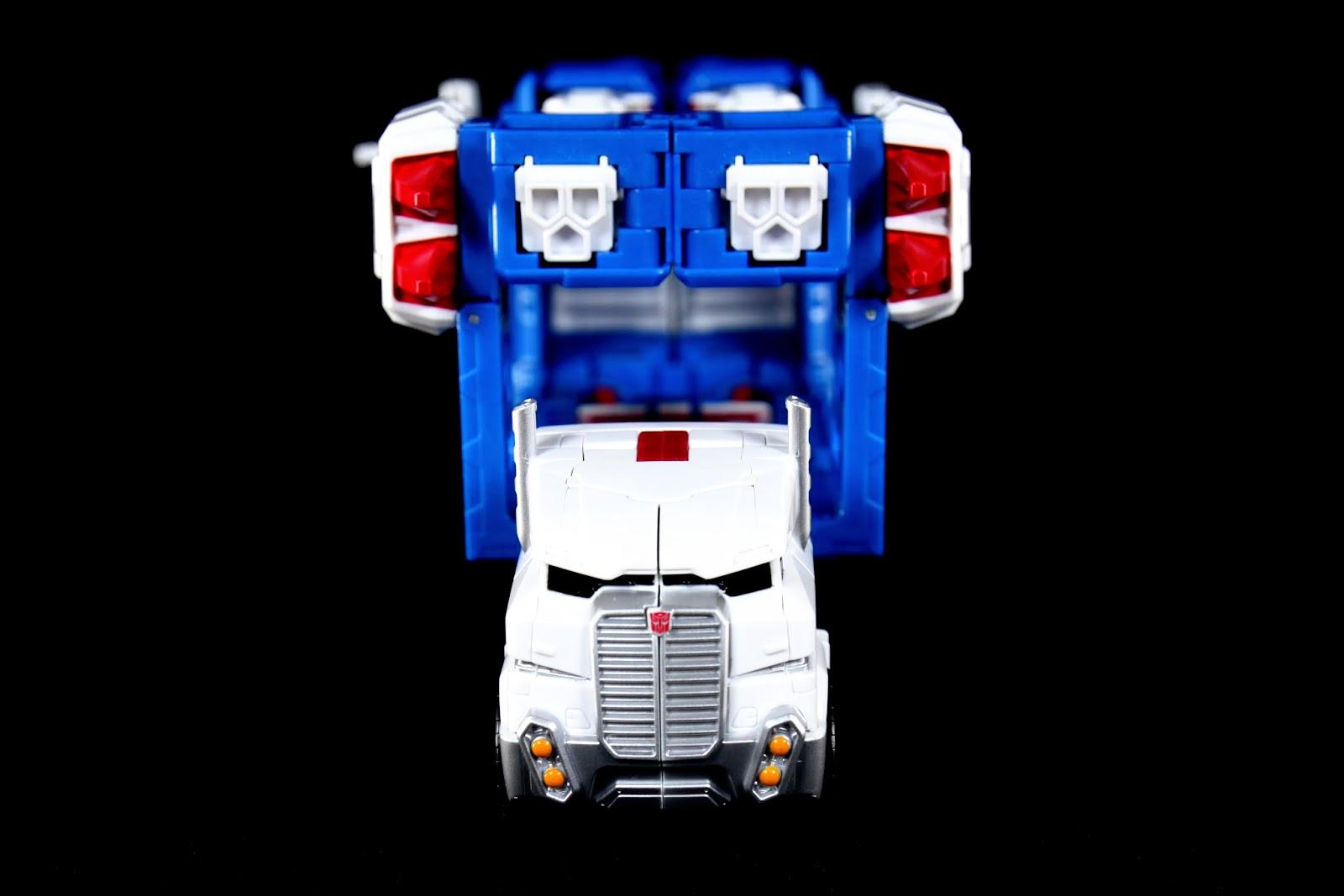 車頭難得跟柯博文造型不一樣,而且這次是柯博文跟他同模