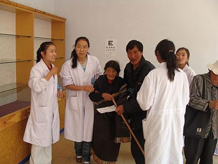 Nurses and patients at Amdo Eye Hospital