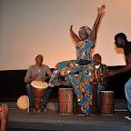 13_Danseuse improvisée Yaye Fall et Percussions_Ibrahim SANOU (gauche) et Madou KOTE (droite).jpg