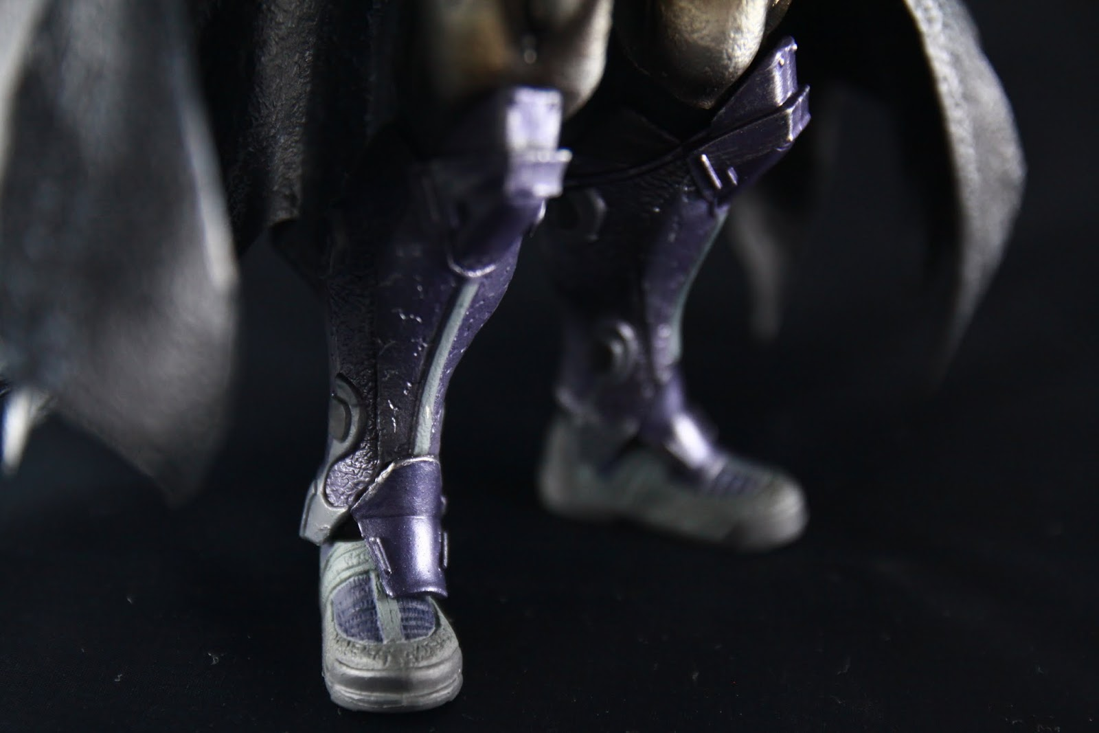 腿部的裝甲變更點在多了護膝, 然後也跟其他部位一樣變得比較厚
