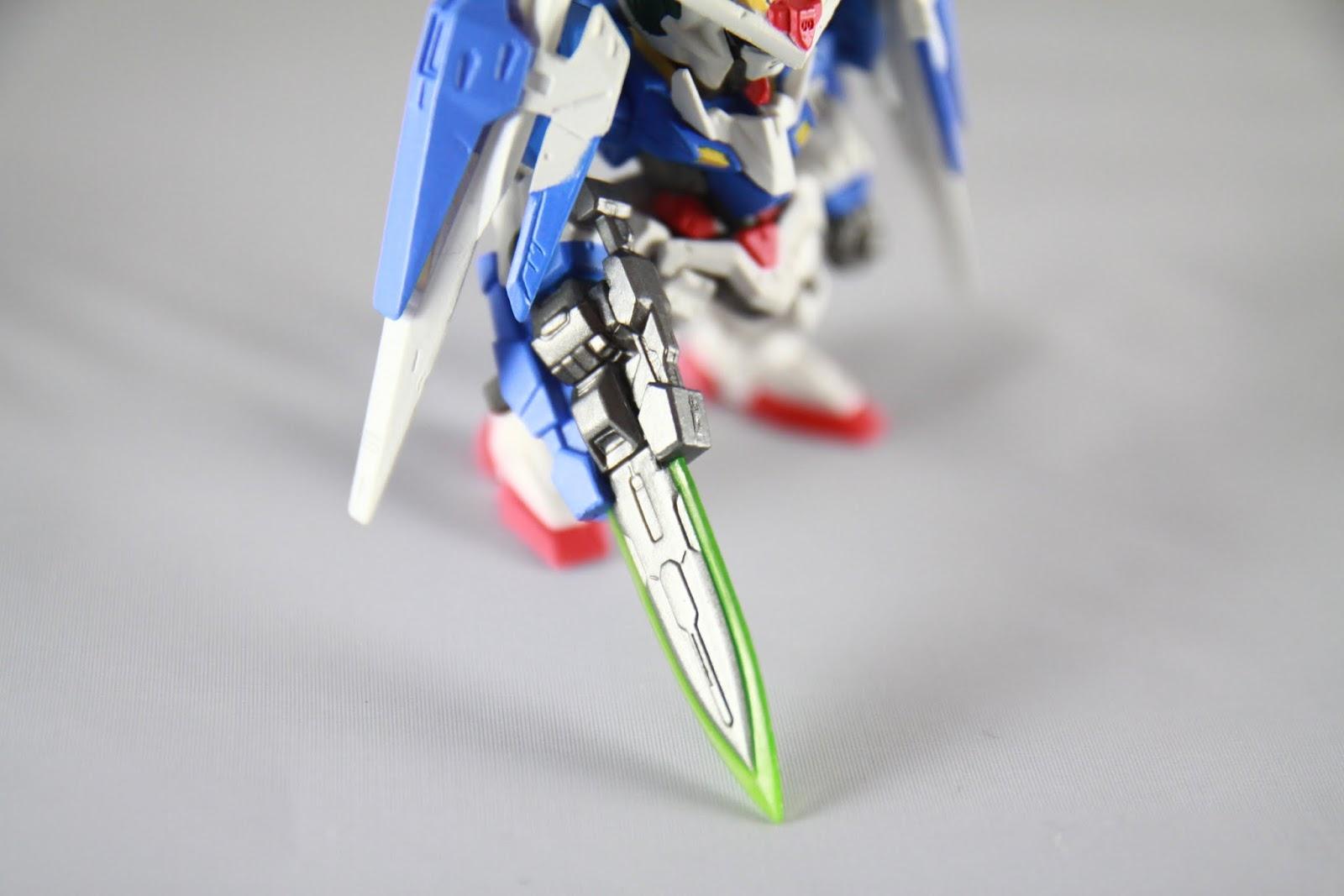"""GN Sword III 外型比較接近 I (Exia 裝備那把) 一樣有來福槍模式 還有大招""""斷空光牙劍""""(大誤)也是用這把來發"""