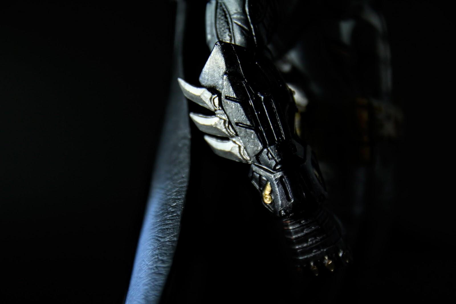 各細部刻畫得很仔細, 不過像是手臂的刀刃還是有折彎的現象