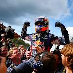 Daniel Ricciardo on the shoulders