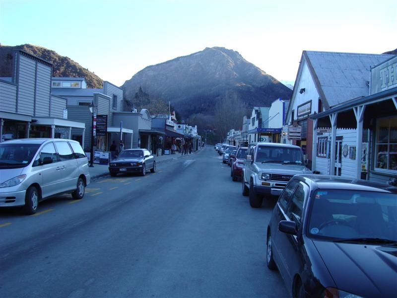 The main street in Arrowtown. It was 2 degrees there!