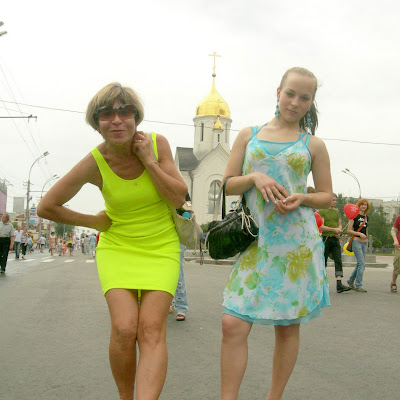 Хотите пообщаться с этими замечательными босоногими красотками? Катя и Марина без комплексов расскажут вам все, что они думают о босохождении! Напишите им6 siberianbarefoot@gmail.com