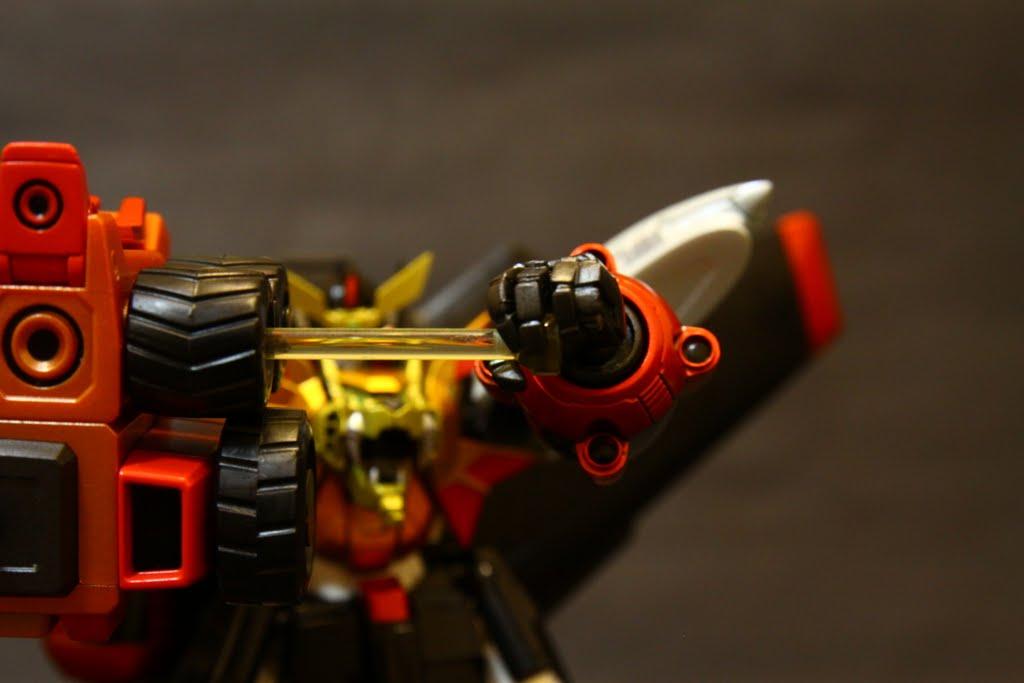 從輪軸拔出來的是Hammer Hell