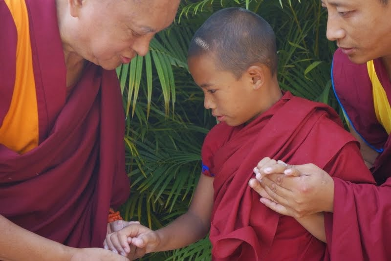 Lama Zopa Rinpochetalkingto thereincarnationofGenLamrimpa, Sera Monastery, India, January 2014. Photo by Ven. RogerKunsang.