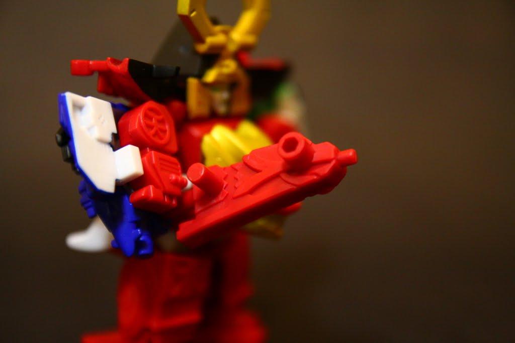 烈火大斬刀 真劍紅的武器放大版 但這個size的烈火大斬刀也太可愛了