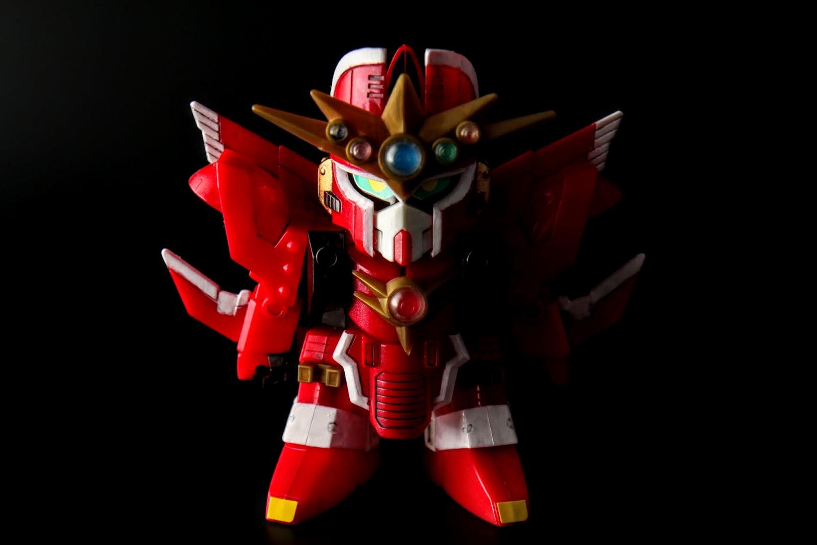 """""""紅之神秘機兵""""因此身上的顏色以紅色為主"""