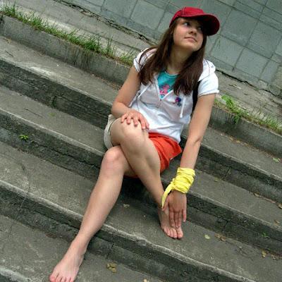 """Надя: """"Мне очень понравилось демонстрировать свои ноги. У меня пока нет парня, но я себе хочу такого, чтобы мог гулять со мной босиком!"""""""