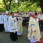 Bevonulás: Józsa Attila, Sramkó László, Matus Jenő és Lormusz János viszik Szűz Mária véres könnyeinek ereklyéjét