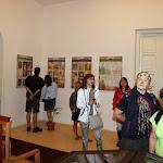 A látogatók nézelődnek