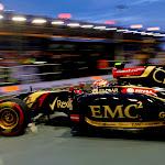 Pastor Maldonado, Lotus E22 Renault, leaves the garage