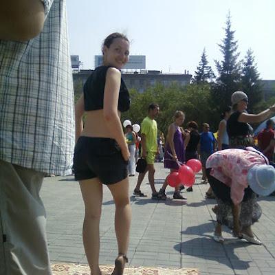 Катерина Чугунова, активист ННСКП, занимается ирландскими танцами и уверяет, что снять напряжение уставших ног после танцев помогают только стекла!