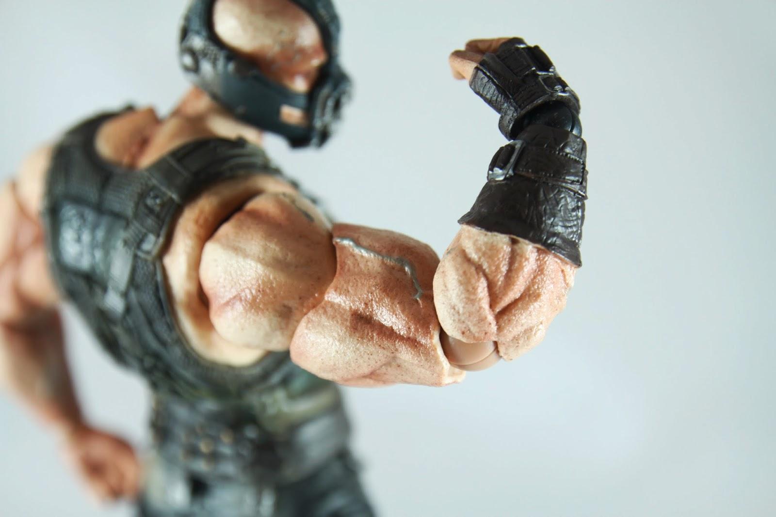 粗到有點噁心的手臂 就如剛剛所說只能彎90度 那個青筋噴出來實在有嚇人