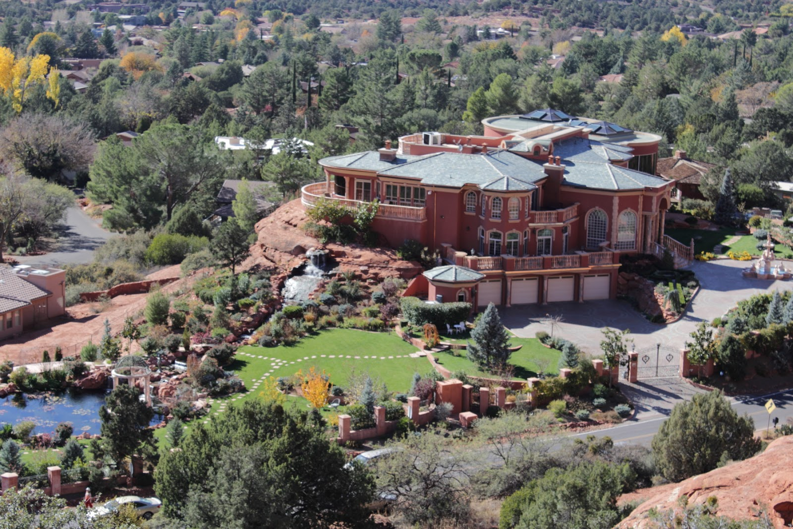 Chapel Of The Holy Cross - Sedona  That huge mansion is owned by one Ioan Cosmescu, founder of a medical devices company. See the inside of the mansion here - http://s304.photobucket.com/albums/nn165/notthebarbie74/Sedona/Romanian%20Mansion%20in%20Sedona/