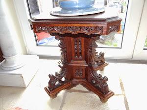 Стулик в готическом стиле. ок.1870 г. Высота регулируется. 1800 евро.