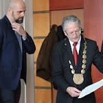 Stubendek László felolvassa a díszpolgárt megillető jogokat