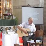 Lóczy Tibor gitározik