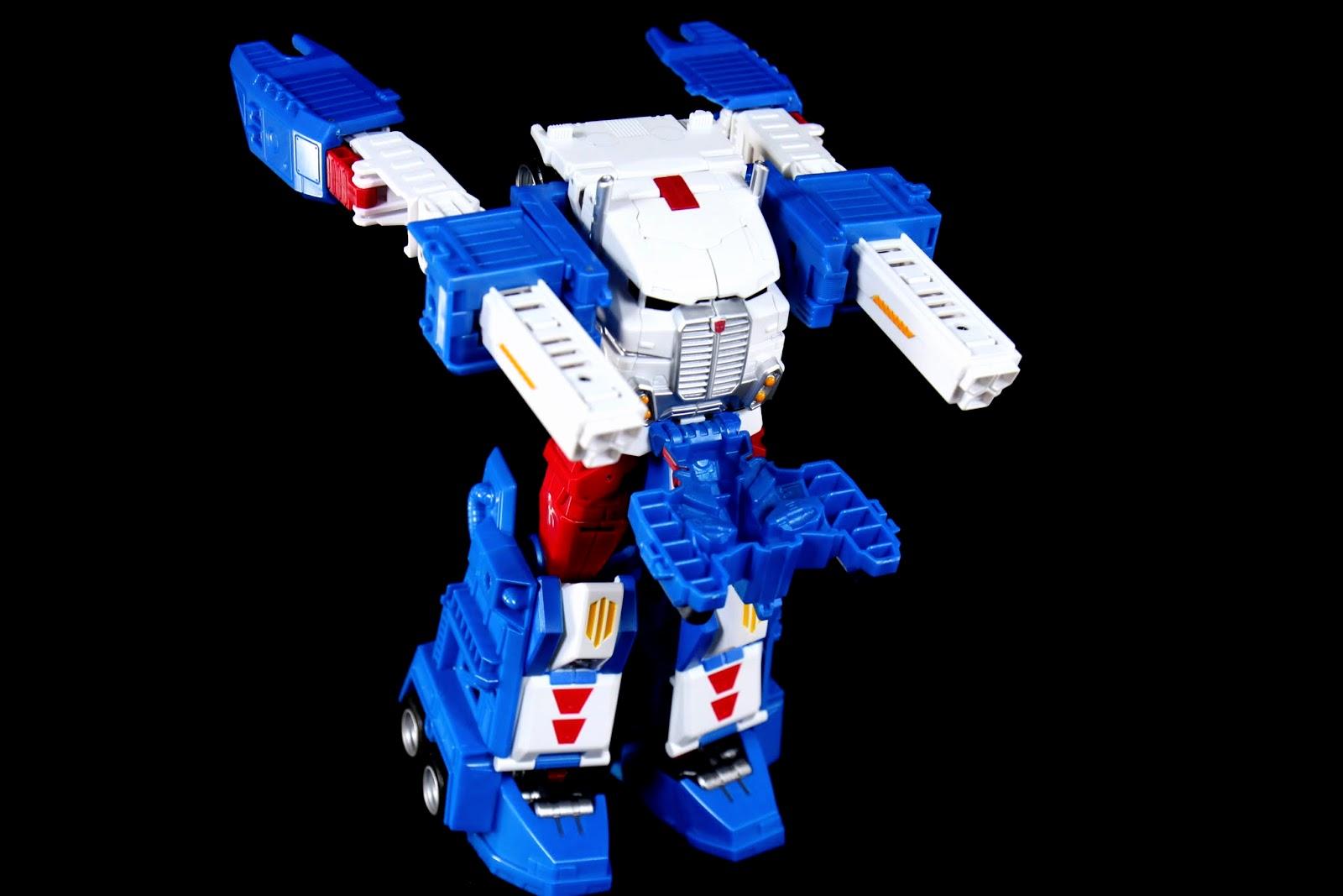 雙肩往前推,馬格斯標誌的巨大凸出肩膀