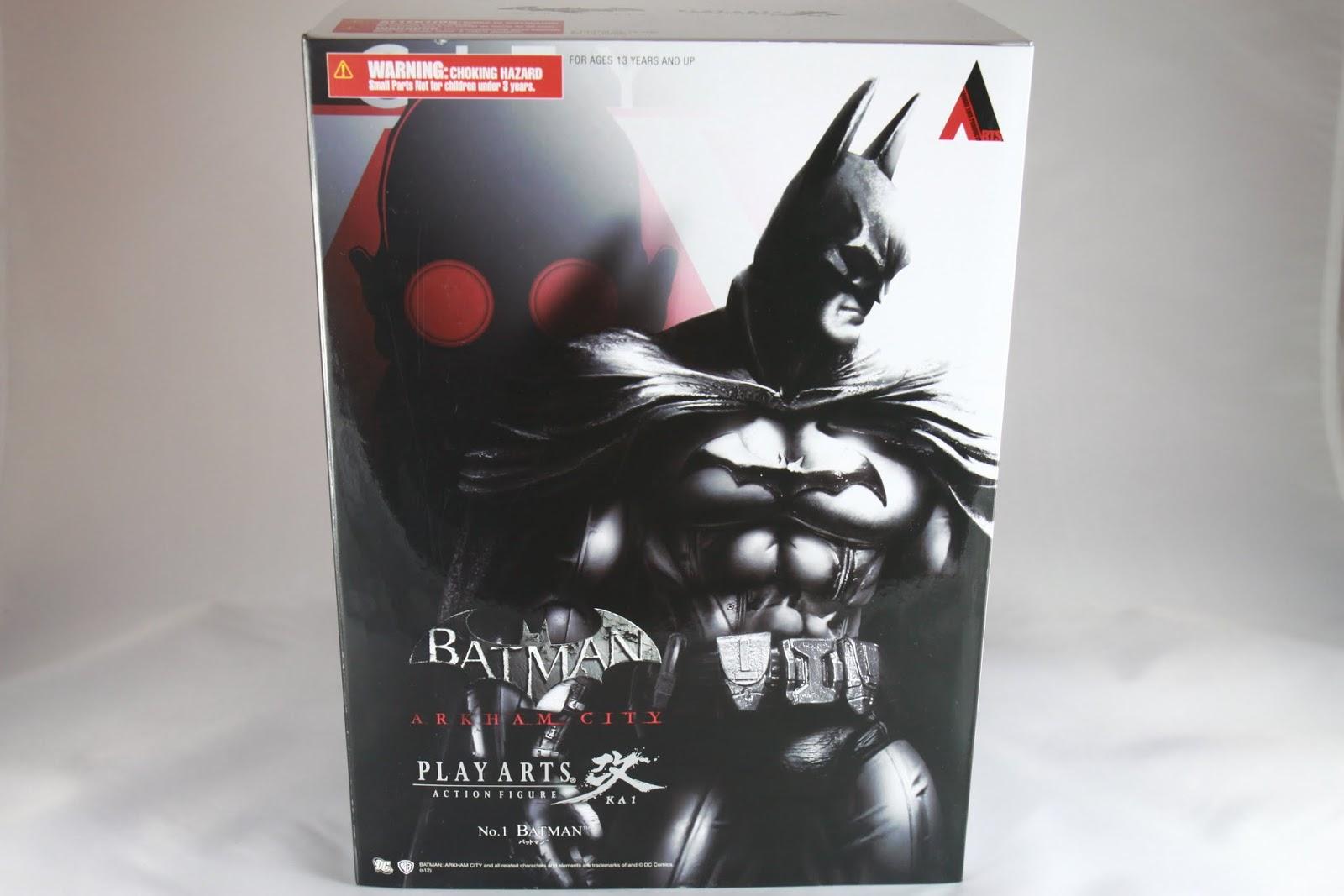 這款開始盒面造型色調是採跟遊戲一樣的黑白色調 後面那個大頭是雨果吧~ 然後封面是玩具本體的照片
