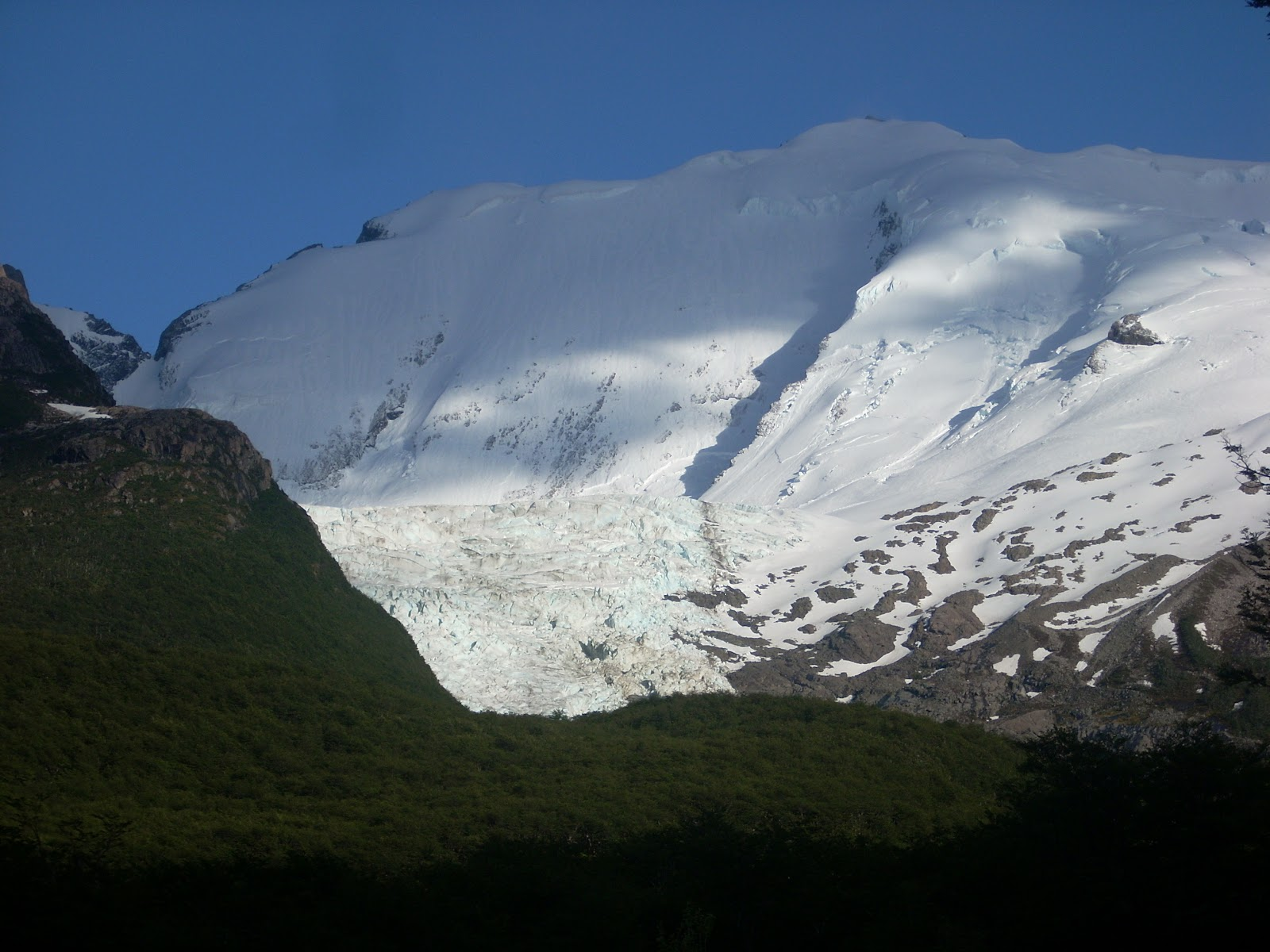 Woke up the following morning, to realise a glacier was very close to the campsite.