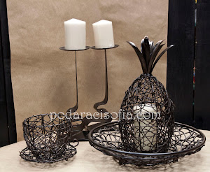 Артистични дървени аксесоари, фруктиера, кутия - ананас и свещник