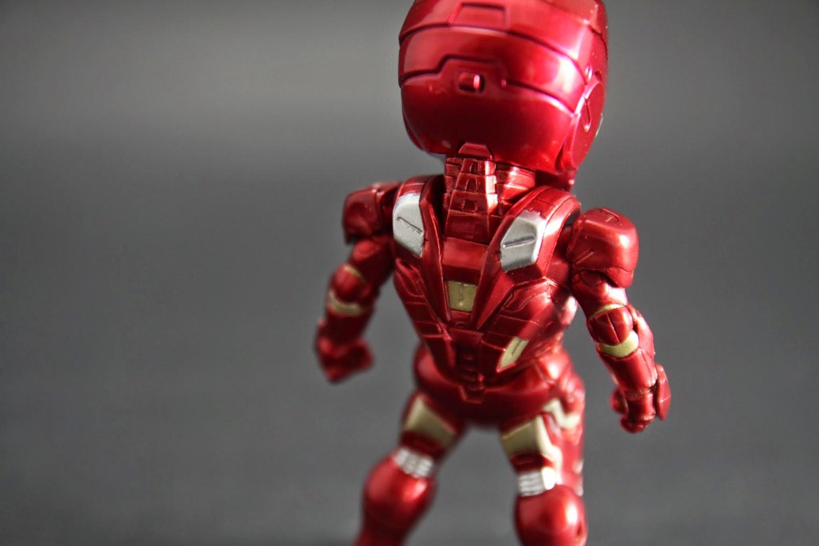 背部的擾流翼也是外掛 在電影最後有利用拋棄的動能讓東尼回地球