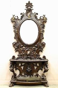 Красивое резное зеркало для прихожей. 19-й век. Бронзовые крючки для одежды,  полости для зонтов.