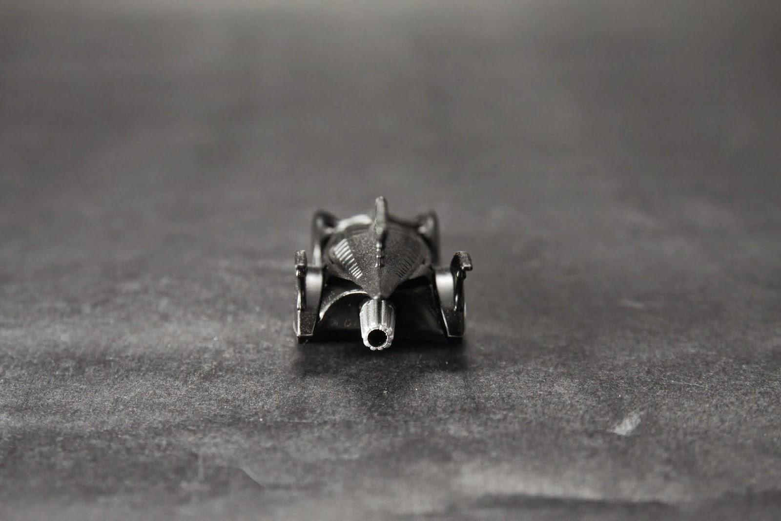 這台Bat Mobile是單人座的 前一台是可以雙人坐