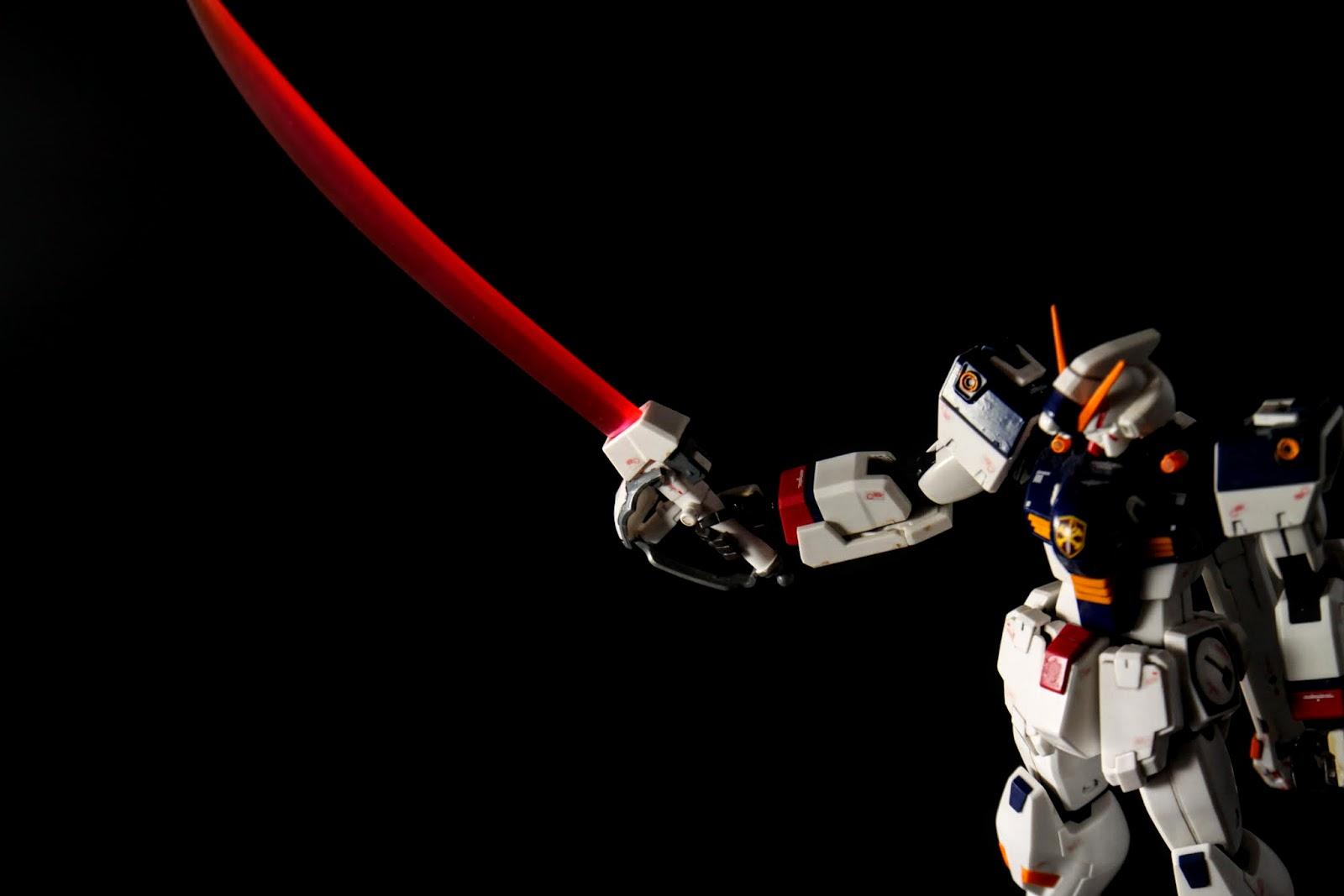 如其名, 為高出力光束刀, 在當代可以連光束盾一起切斷