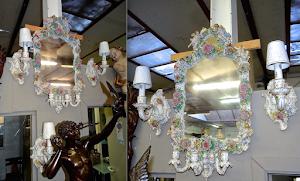 Красивый антикварный гарнитур из фарфора. Германия ок.1900 г. Зеркало с подсвечниками и три лампы. Зеркало 45/80 см. 2900 евро.