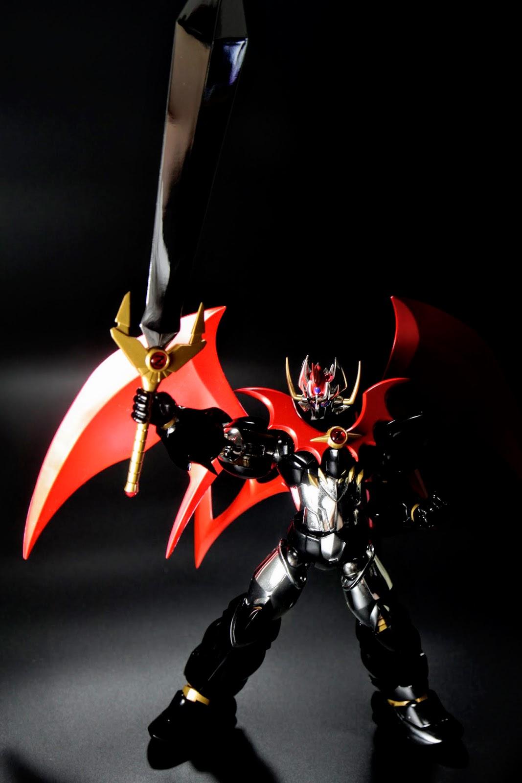 カイザーブレード(胸) 設定上是比肩膀的劍更強大的劍