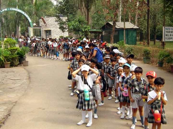 school children at Chattbir zoo Chandigarh
