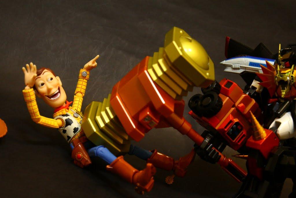 用鐵鎚把釘子狠狠釘進去!