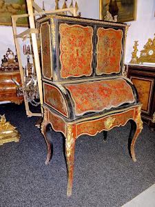 Красивый антикварный секретер в стиле Буль. ок.1850 г. Чёрный лак, латунная инкрустация, бронзовой позолоченный декор.