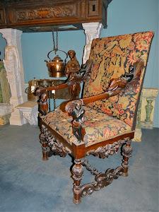 Резное антикварное кресло. 19-й век.