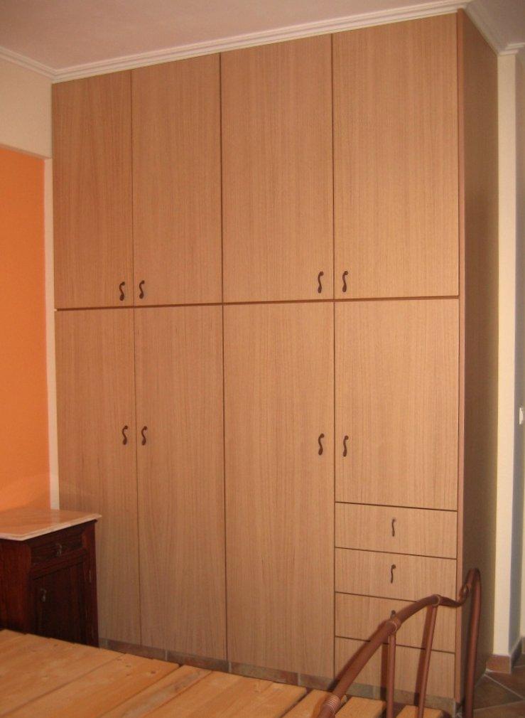 (Κωδ 4011) Ντουλάπα από δρυς επενδεδυμένο λιτή για ανάδειξη του ξύλου