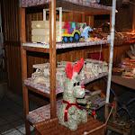 Fából faragott játékok is kaphatók