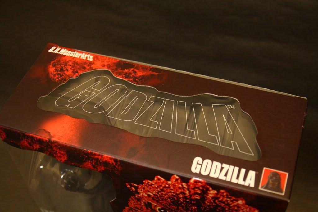 哥吉拉的英文Godzilla, 基本上就是把神跟金剛的英文合併