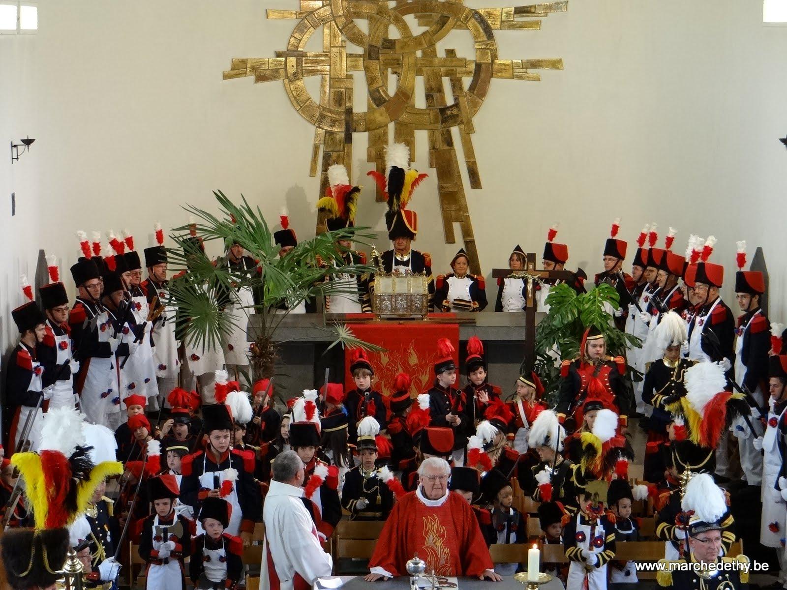 Les sapeurs dans le choeur de l'église