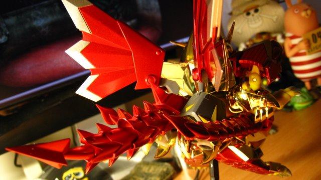 這尾巴跟劍鞘真的很漂亮