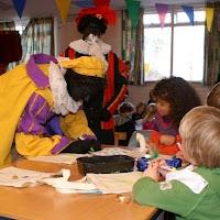Sinter Klaas in de speeltuin 28-11-2009 - PICT6761