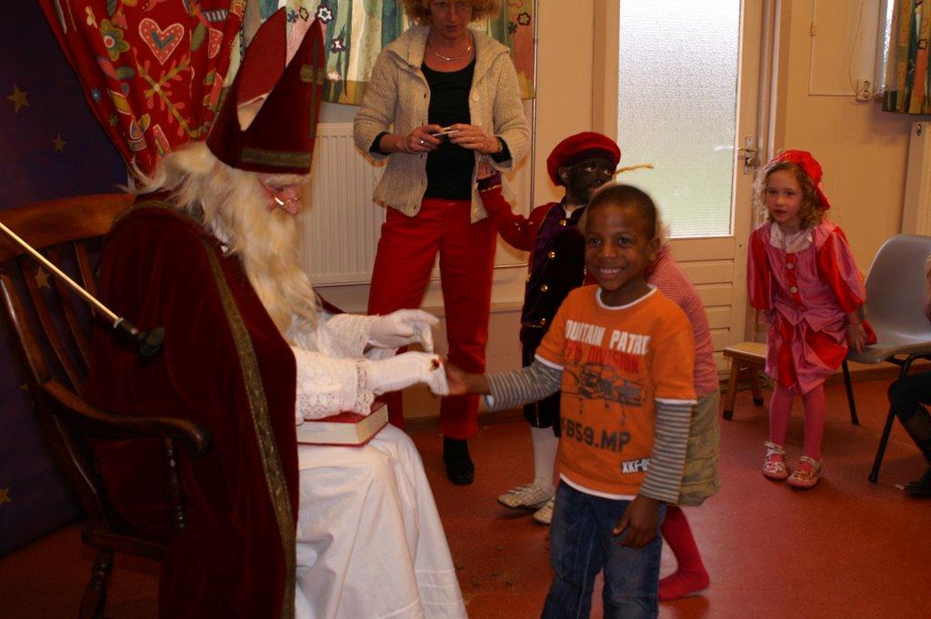 Sinter Klaas in de speeltuin 28-11-2009 - PICT6843