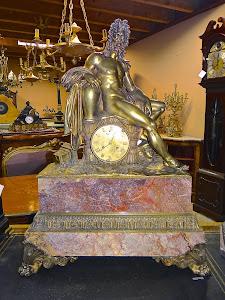 Большие антикварные часы. 19-й век. Бронза, мрамор. 65/25/90 см. 8000 евро.